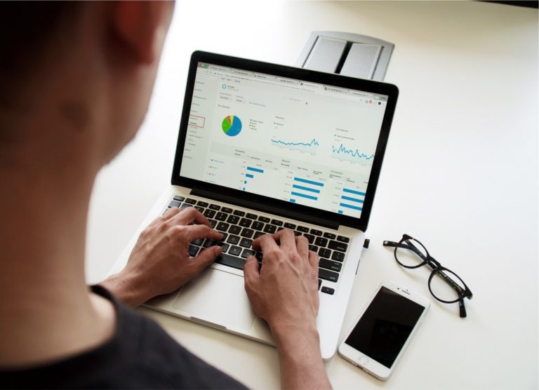 Cliente da Macdata de Serviços de Cálculos Trabalhistas tem acesso à plataforma on-line para total acompanhamento com incontáveis benefícios